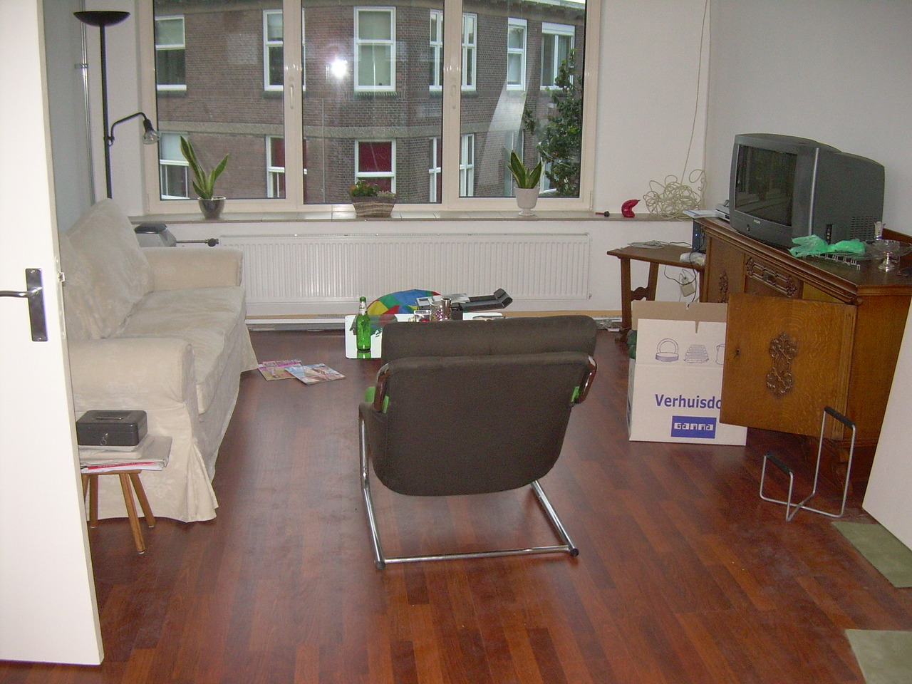 livingroom_front_-_01